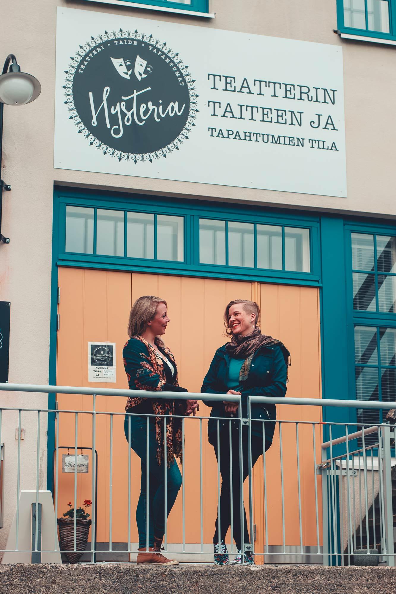 Teatteri Hysterian takana ovat Juulia Soidinaho ja Sanna Harju