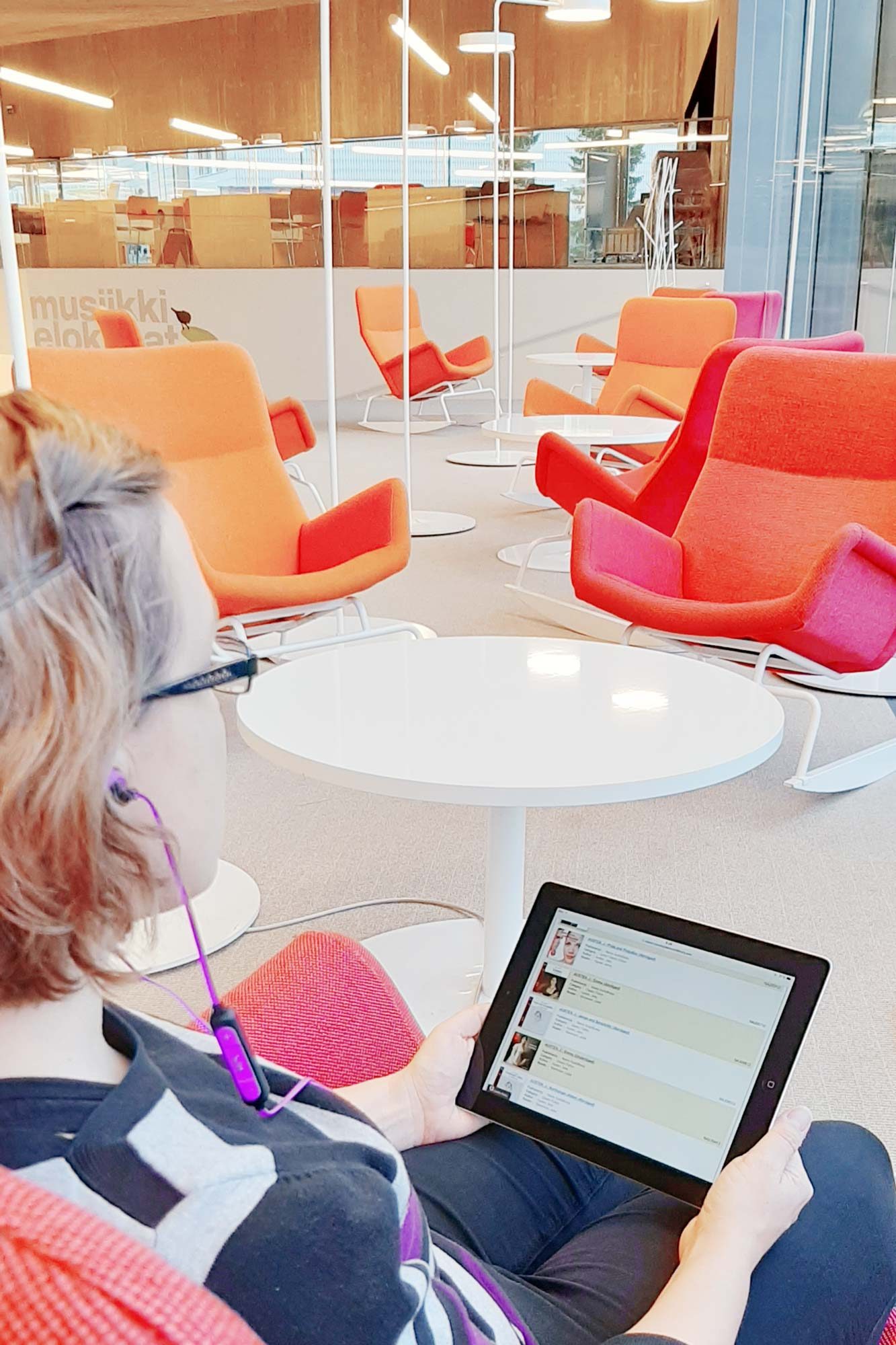 Seinäjoen kaupunginkirjastossa voi kuunnella musiikkia ja äänikirjoja