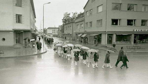 Kalevi A. Mäkisen ottamassa kuvassa otetaan kaupunkia haltuun.
