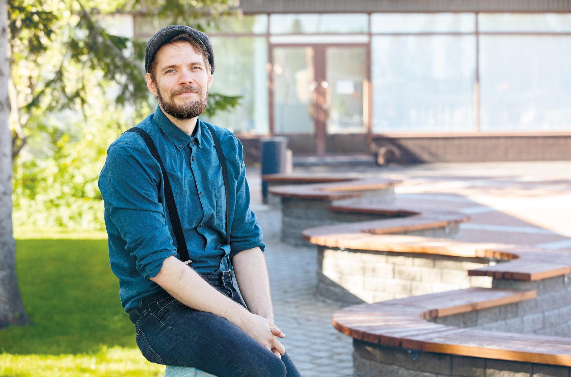 Antti Hintsa on yksi Taideyliopiston toteuttamasta Taidealan ammattilaiset koronan kourissa (Takooko) -kyselyyn vastanneista eteläpohjalaisista ammattitaiteilijoista.