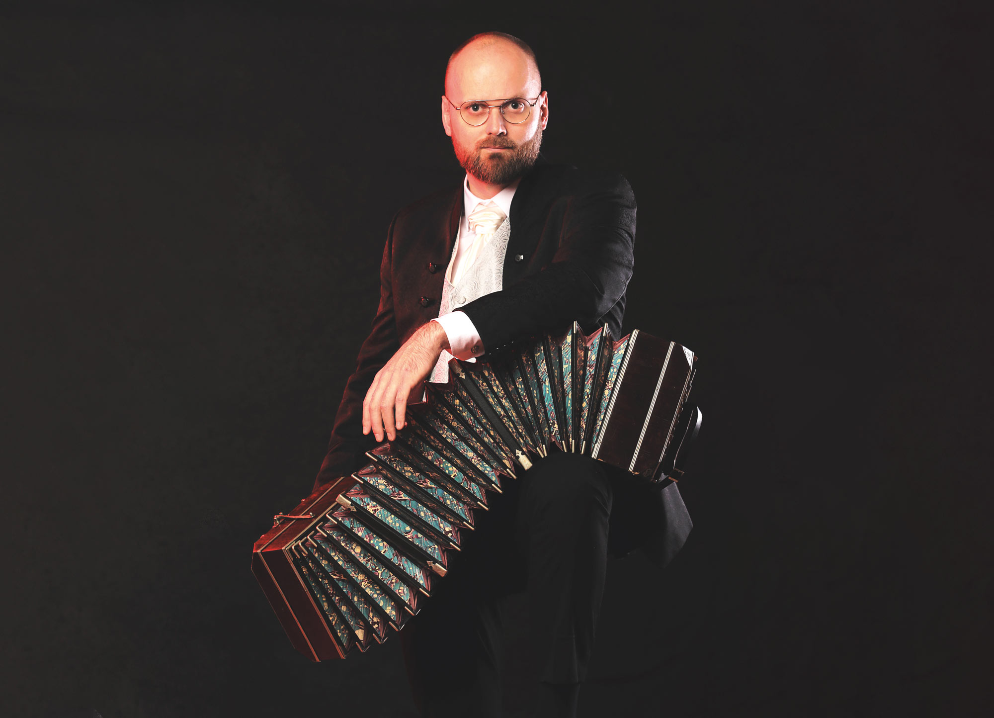 Bandoneontaiteilija Henrik Sandås